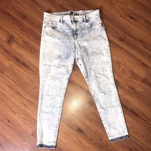 EUC!GAP Acid Wash Favorite Jegging Frayed Hem Jean